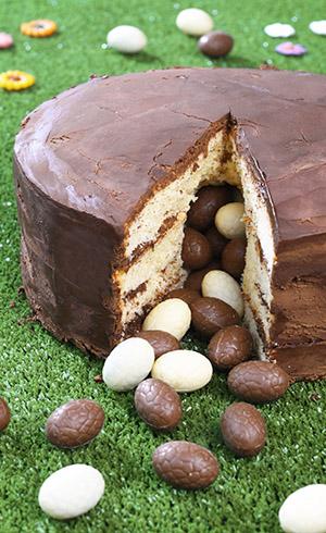 Gâteau piñata de Pâques